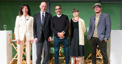 National Panelists Say Museums Should Reach Out More
