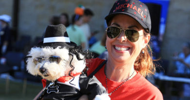 GALLERY: Gloved Dog Wins Paws on Parade