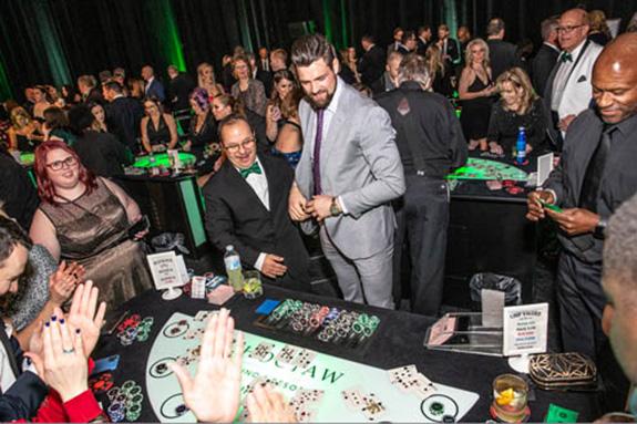 Dallas Starscaptain Jamie Benn deals blackjack