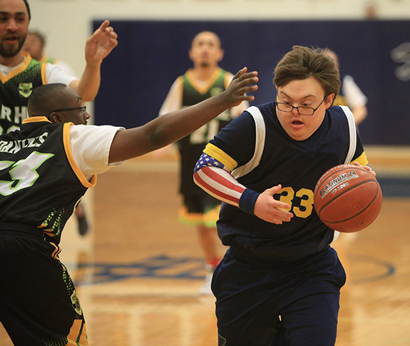 Coleman Jones (33) of the Highland Park Blue Team drives to the basket.