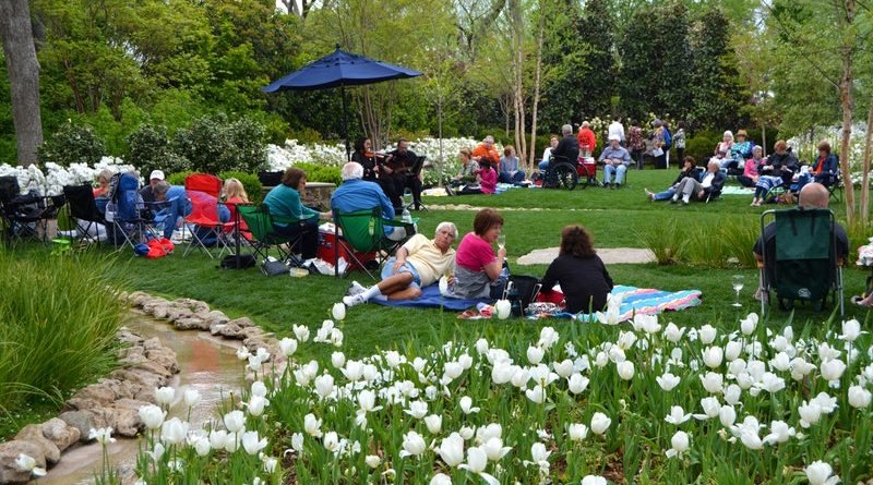 Dallas Arboretum And Botanical Garden People Newspapers