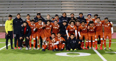 No Playoffs, But Longhorns Celebrate District Crown