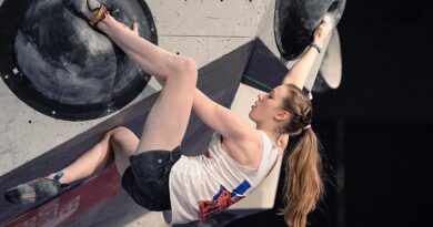 Hockaday Rock Star Reaches New Heights in Bouldering